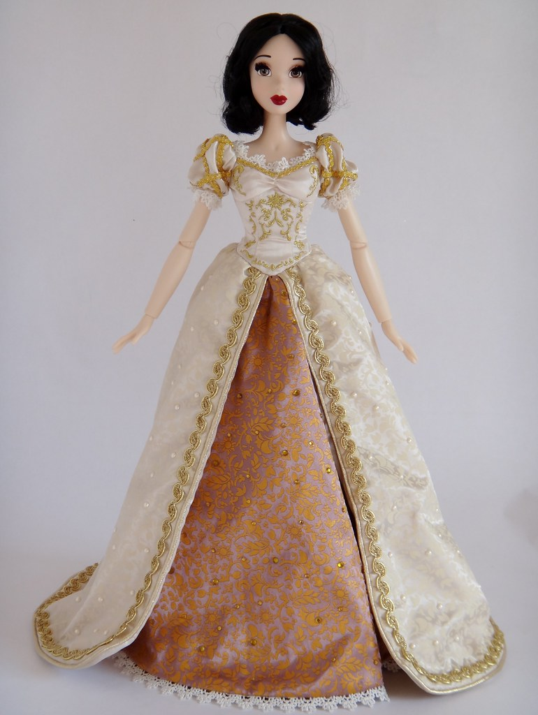 Dressing my snow white le 17 doll in wedding rapunzels flickr junglespirit Choice Image