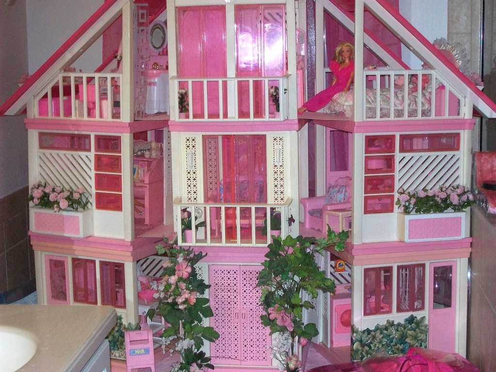 Barbie dream house stanley colorite flickr for Classic house from the 90s