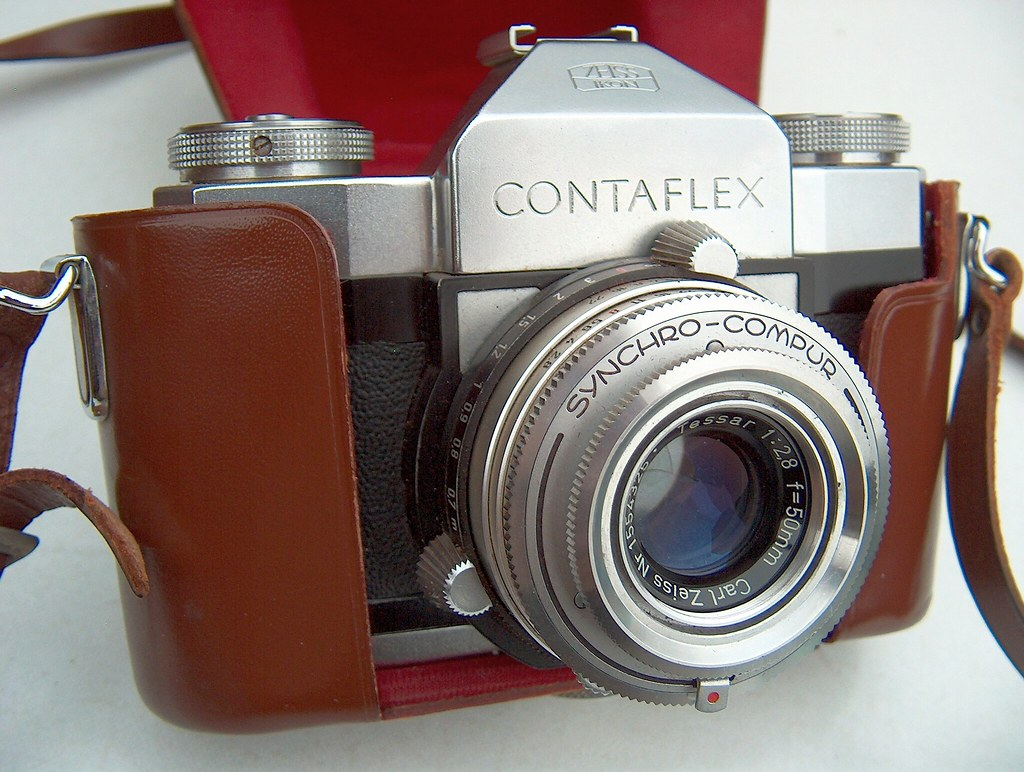 Zeiss ikon in silver (modern) and leica collapsible 5cm f/2 summicron (1954)