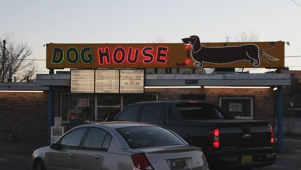 The dog house route 66 albuquerque spotted this great for Dog house albuquerque