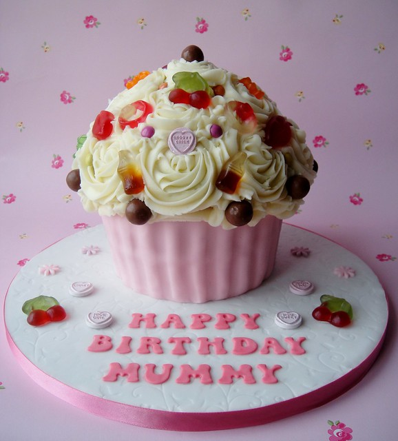 Sweetie Encrusted Giant Cupcake | Flickr - Photo Sharing!