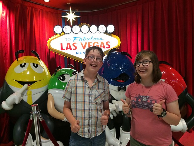 m&m shop in las vegas with teenagers