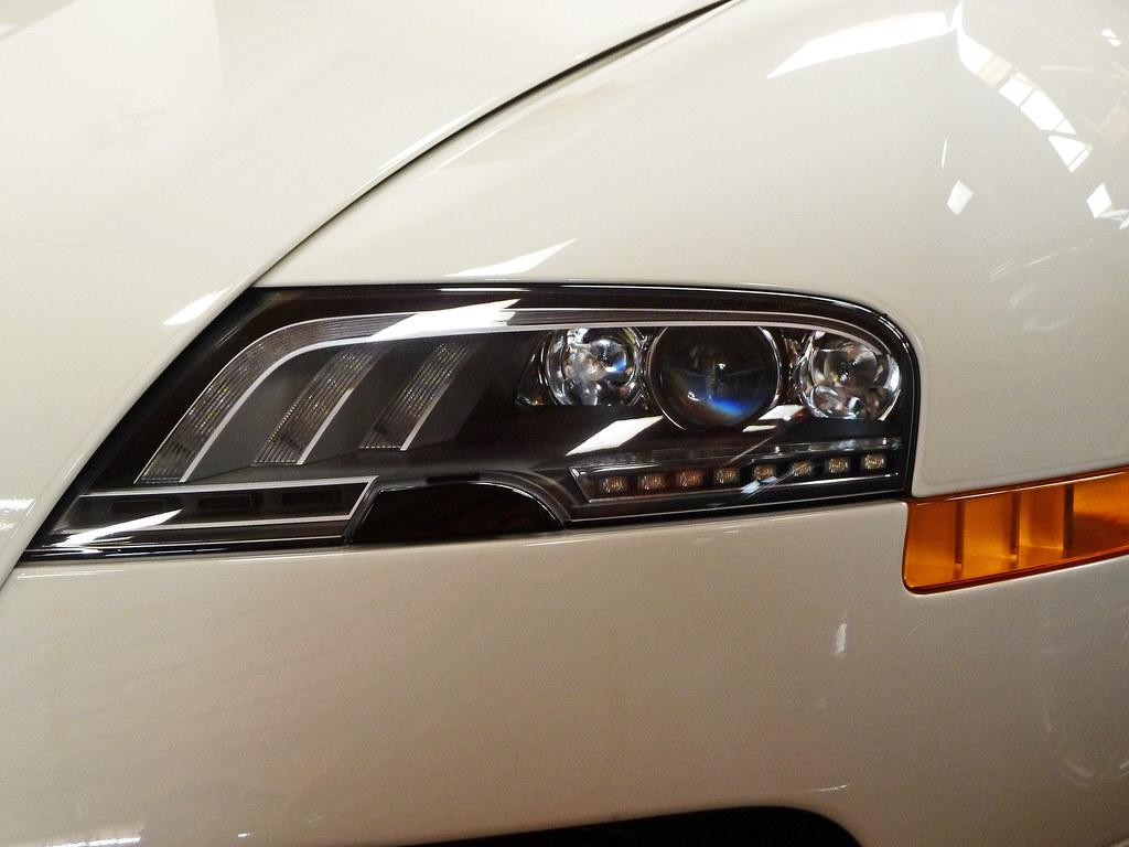 bugatti veyron grand sport headlight like my photography. Black Bedroom Furniture Sets. Home Design Ideas