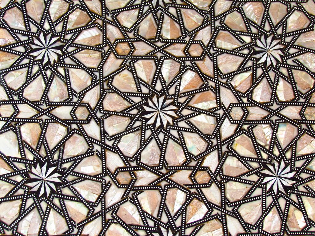 فن الزخرفة الإسلامي يوجد انواع لهذا الفن و احدها هو