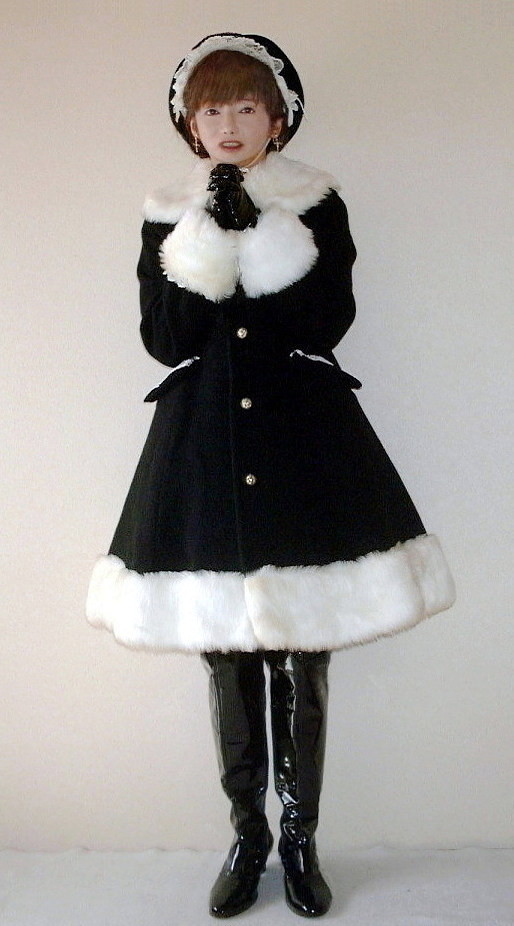 pretty lolita coat this is a suitable photo in this cold