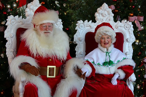 Santa and Mrs. Claus in American Adventure | Flickr - Photo Sharing!