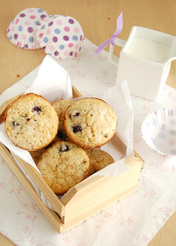 Blueberry and passion fruit muffins / Muffins de mirtilo e maracujá | by Patricia Scarpin