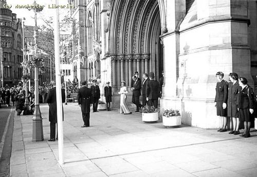 Queen Elizabeth II, Leaving Town Hall for theatre, 1977 | by archivesplus