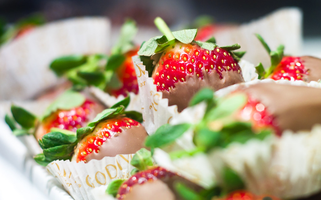 Chocolate Covered Strawberries Birthday Delivery