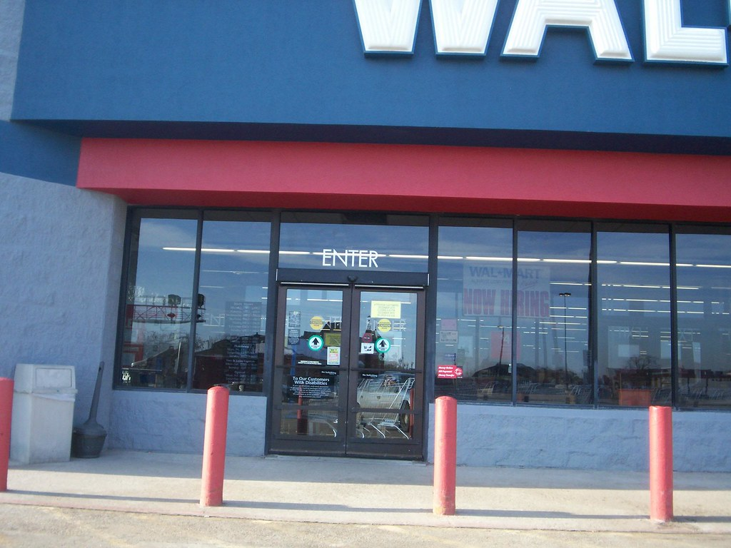 Wal-Mart - Carroll, Iowa - Former Store Entrance | Lots of ...