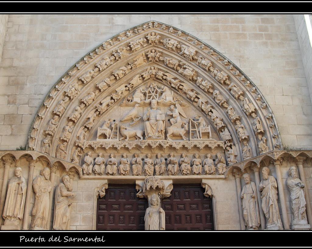 Detalle de la puerta del sarmental catedral de burgos for Puerta 4 del jockey