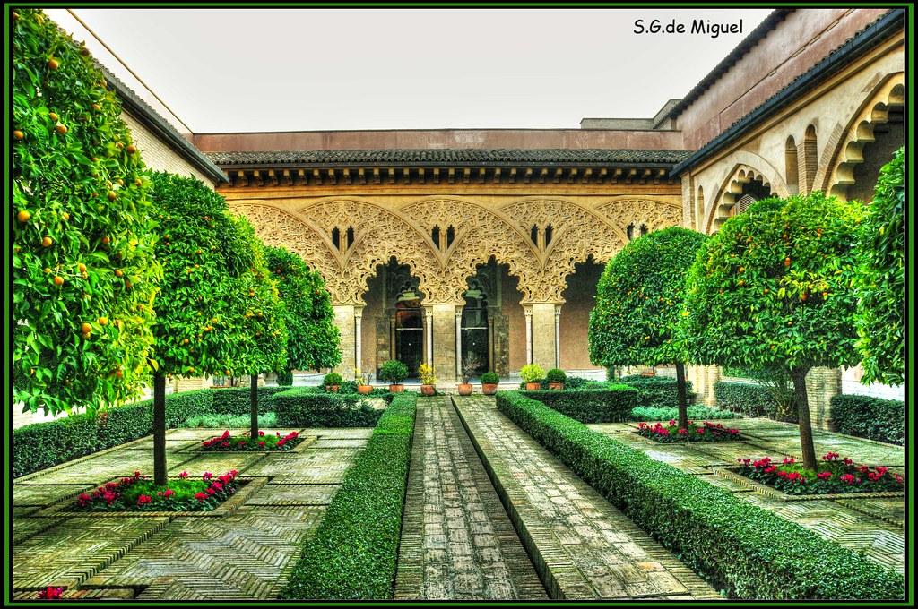 Palacio De La Aljafer 237 A Patio De Santa Isabel En El