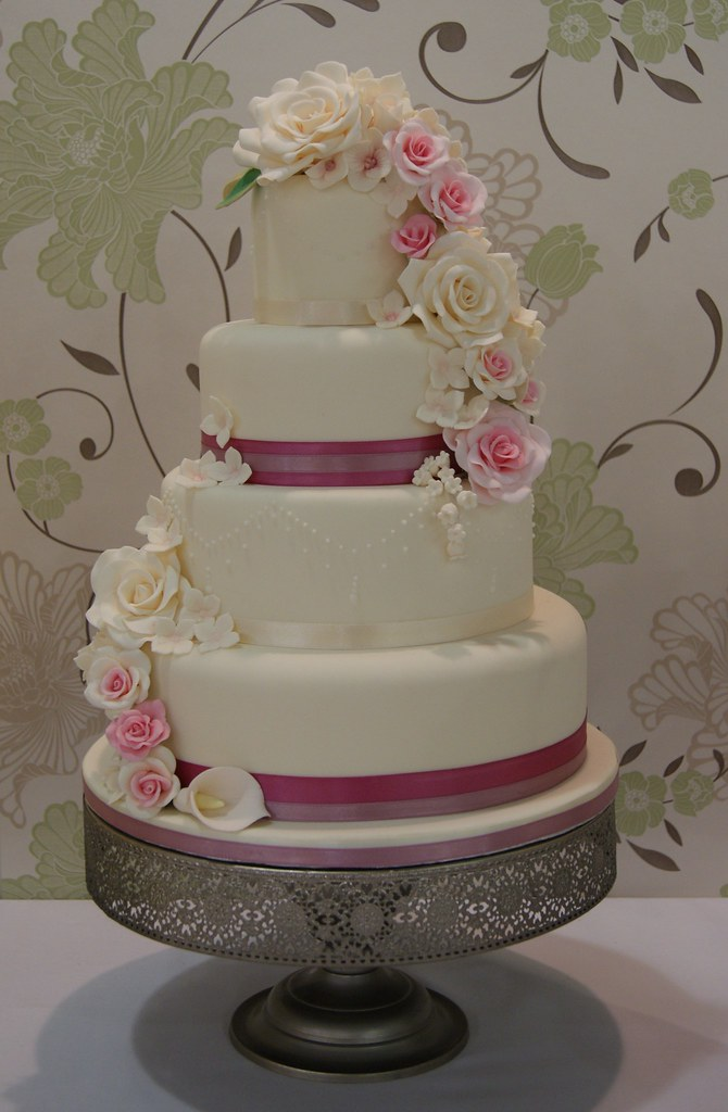 3 tier wedding cake with cascading roses cascade wedding cake a 4 tier wedding cake with a 10341