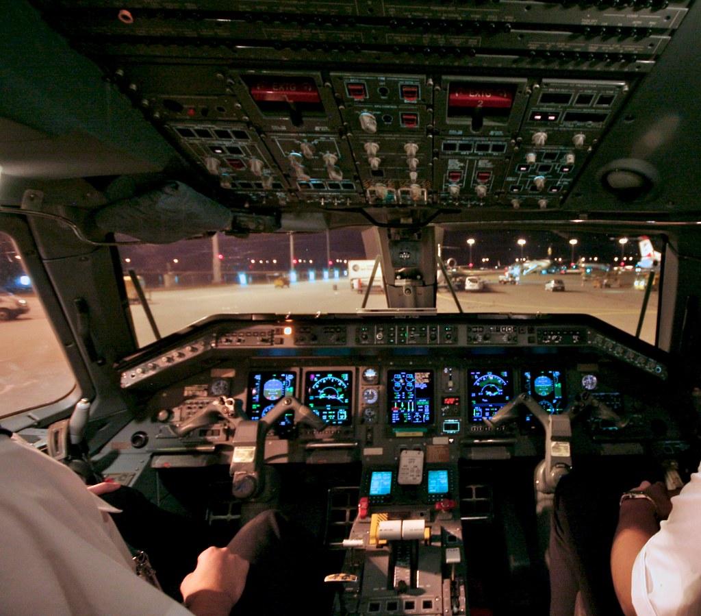 Cockpit of ERJ-145   View on the night apron of Munich ...