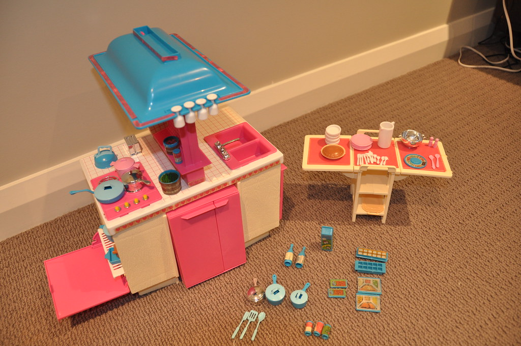 toys r us kitchen accessories 1984 kitchen playset this is a complete 8564