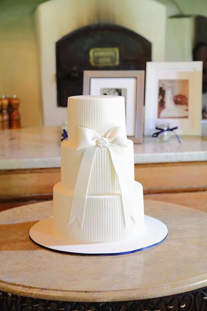 Cake Art Jeddah : Oversized Bow Wedding Cake Flickr - Photo Sharing!