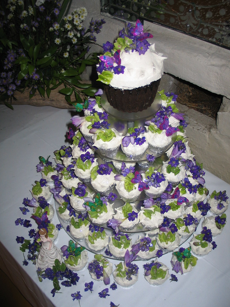 wedding cake cupcake pan wedding cupcake tower iced in white luf luf butter icing d 8603