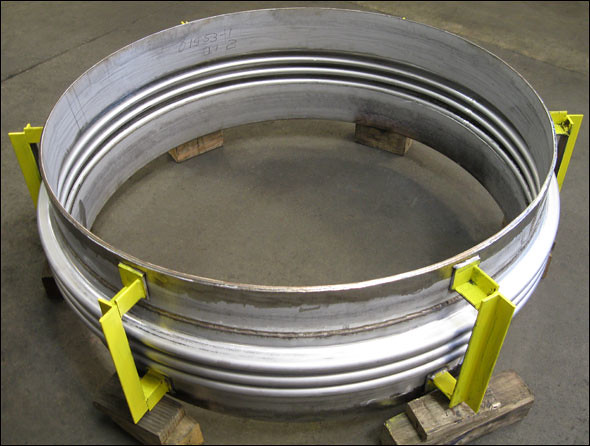 Single expansion joint for a heat exchanger this