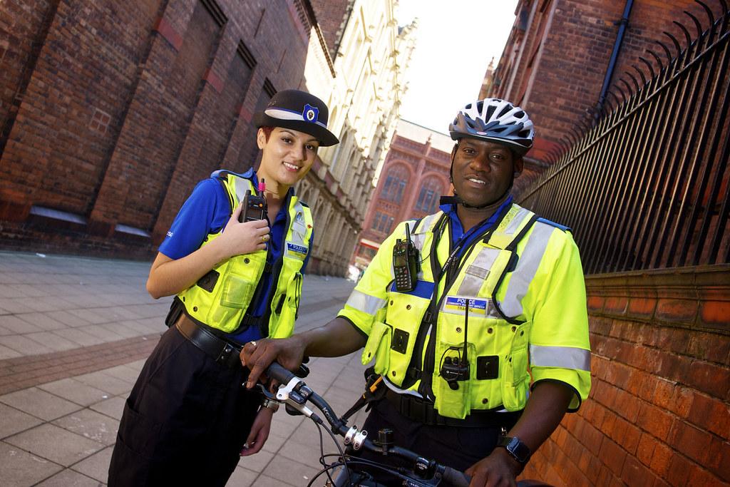West Midlands Patrol - PCSOs Birmingham Day  4 - Poli in on