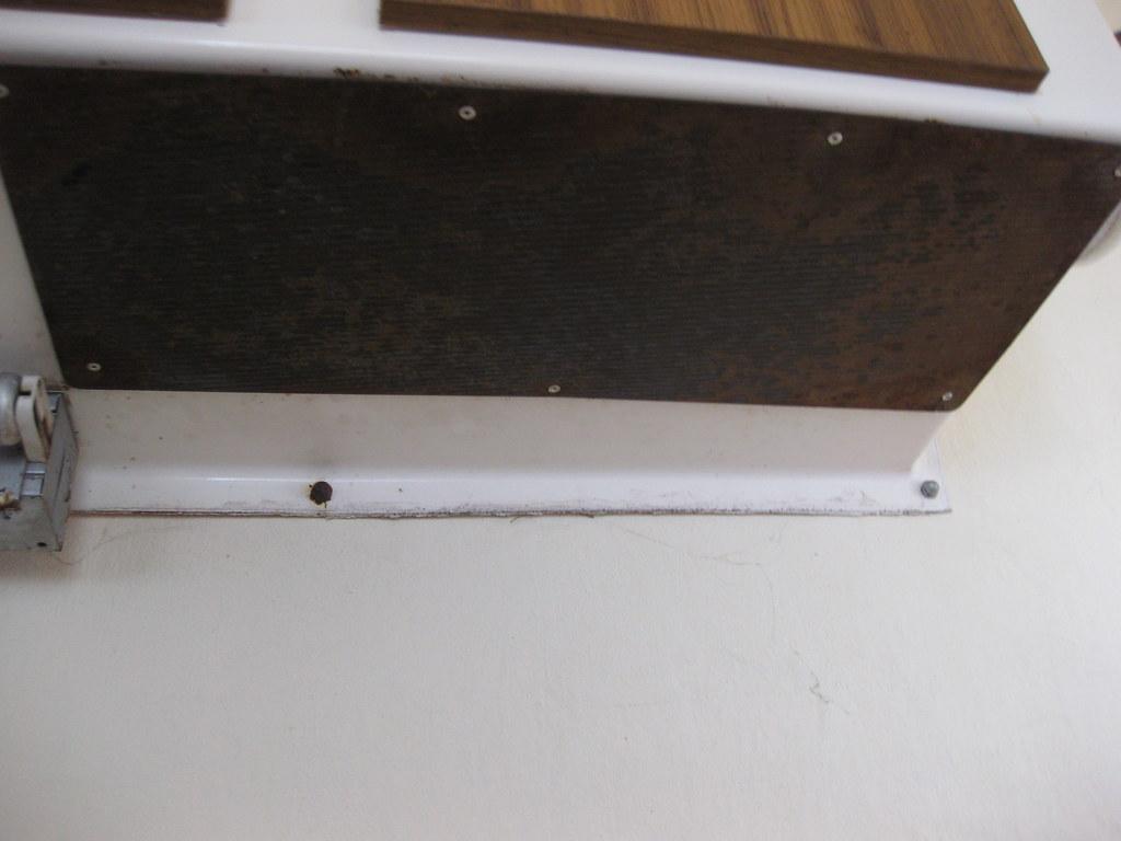 Heat Shield Under, Upper Cabinet | No range hood here! Could… | Flickr