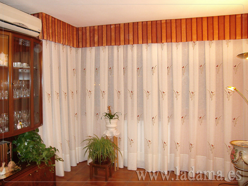 Cortina r stica bordada con volante de organza visita for Ver cortinas de salon comedor