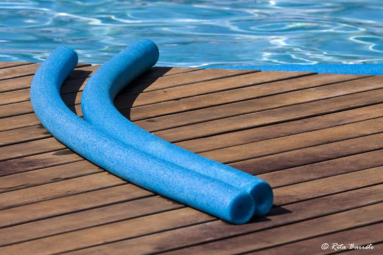 Espaguete flutuador de piscina copyright 2011 rita for Motor para depuradora de piscina