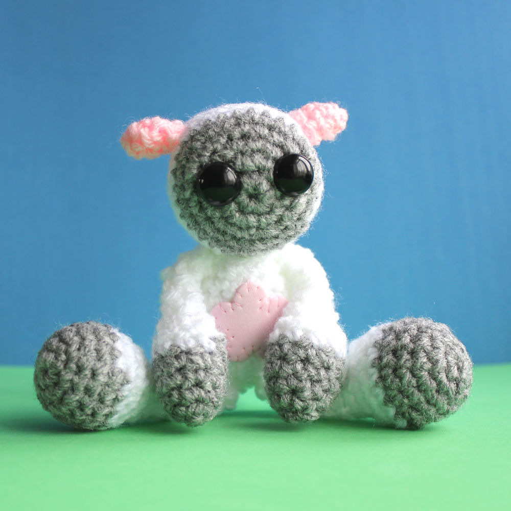 Free Crochet Pattern for Crochet Lamb - thefriendlyredfox.com | 1000x1000