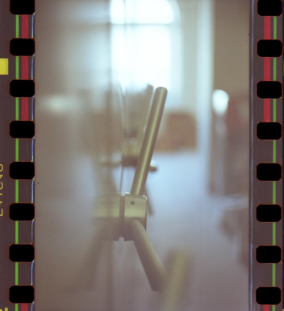 Akt en schrank gilt das schon als aktfoto kamera for Schrank flach