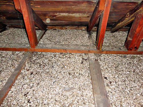 Zonolite Vermiculite Insulation In Attc Space Flickr