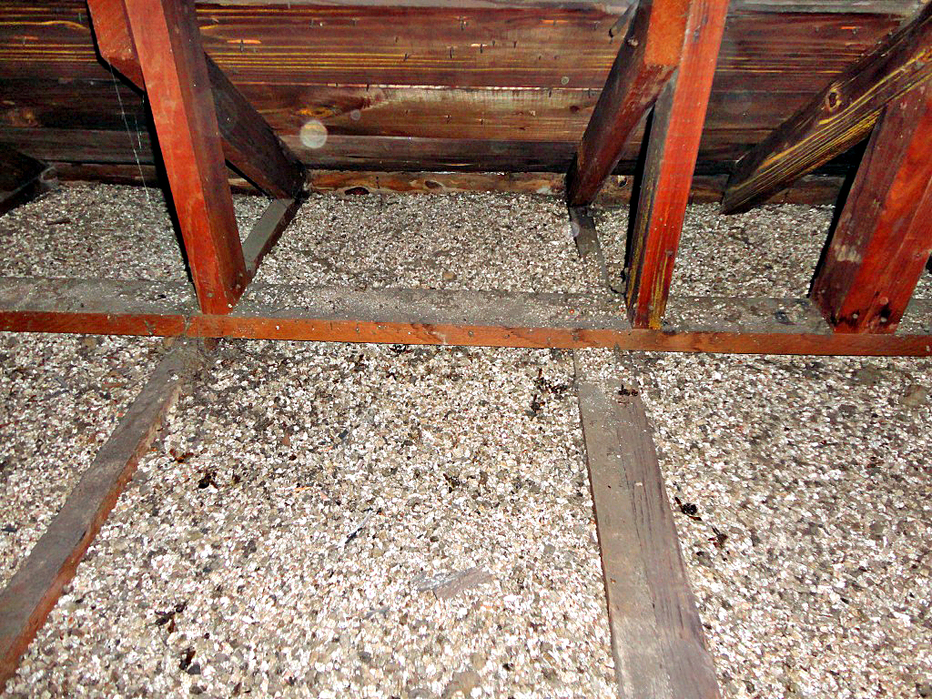 Zonolite Vermiculite Insulation In Attc Space Zonolite