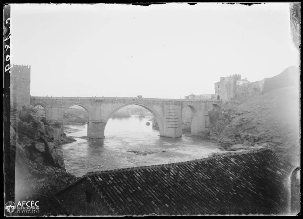 Puente de San Martín en Toledo a comienzos del siglo XX. Autor Desconocido   © Centre Excursionista de Catalunya