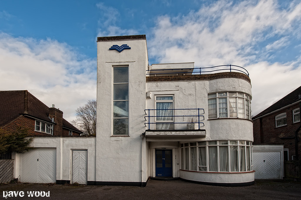 Art deco house blue rails luton art deco house in old for Art deco house design