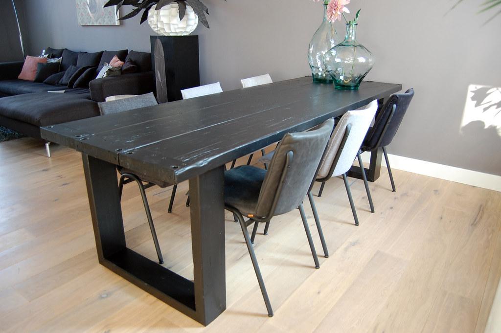 Eettafel 39 raw 39 zwart te koop bij w00tdesign robuuste for Zwarte eettafel stoelen