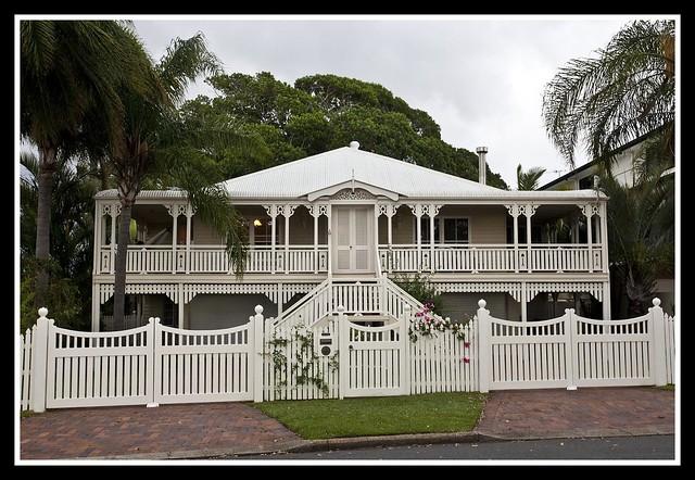 Old queenslander at woody point 1 old queenslander at for Queenslander home designs australia
