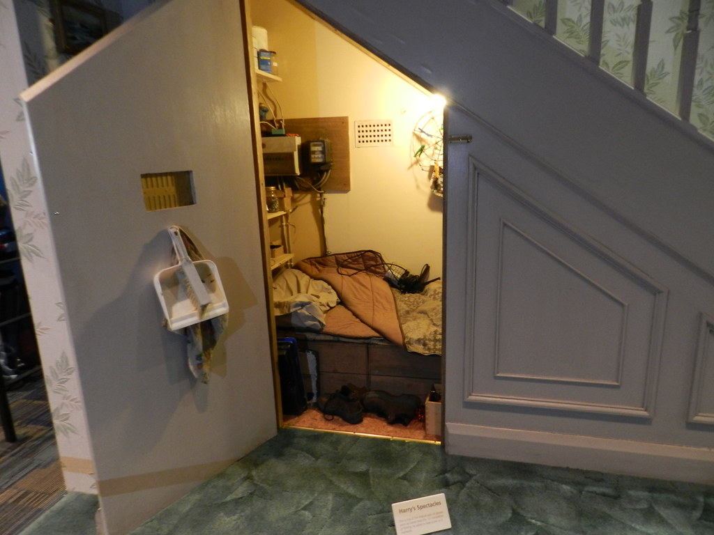 harry 39 s bedroom under the stairs harry potter studio On bedroom under stairs
