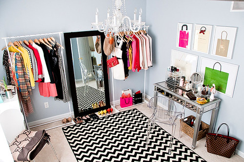 dressing room+ chevron rug | by acupofmai