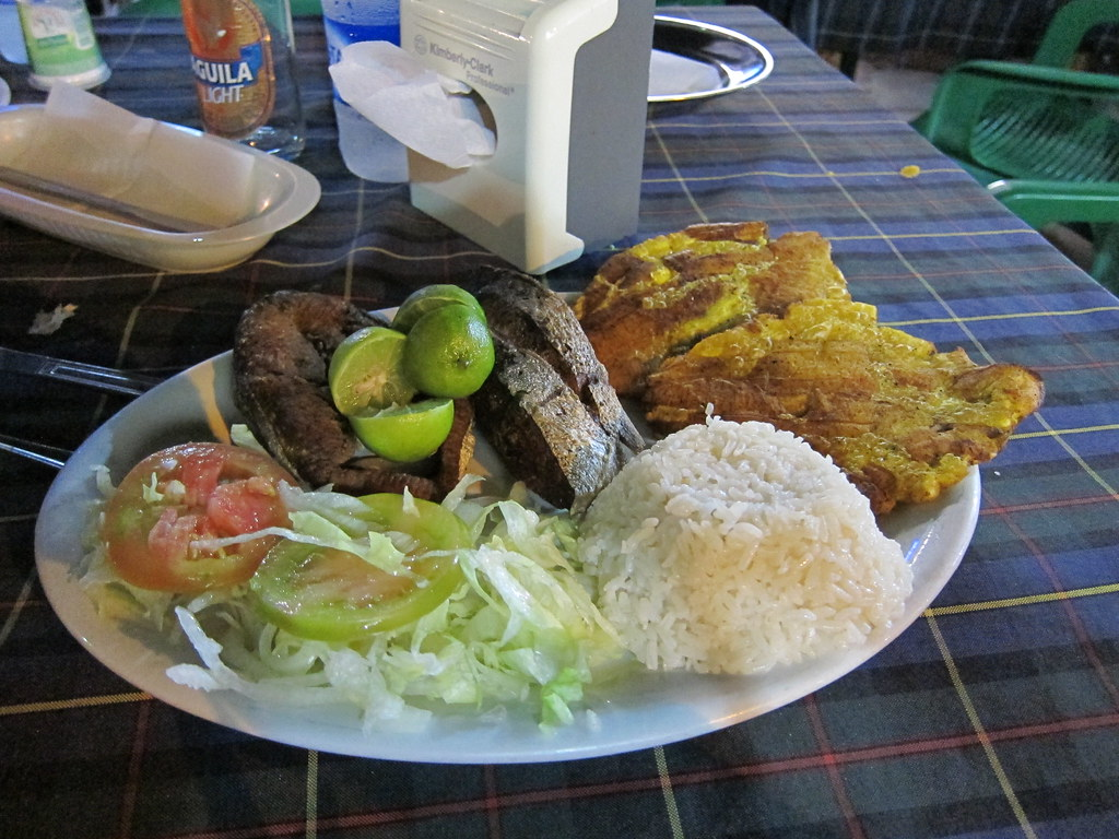 Filete de robalo frito fried fish with plantains and coc for Robalo fish in english
