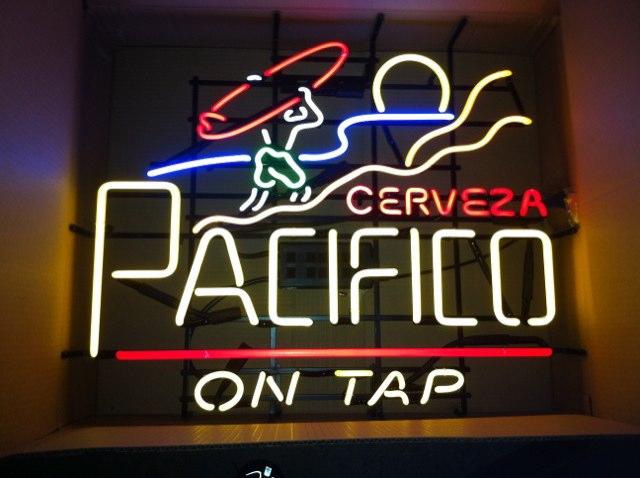 Pacifico Sunset Surfer Neon Neon Bar Sign Light | Neon