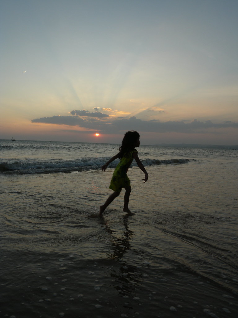 Little Girl Dancing On The Beach  Jlien Barbier  Flickr-9089