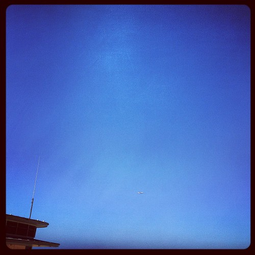 Can't see the plane. #bondineach | by jeroxie