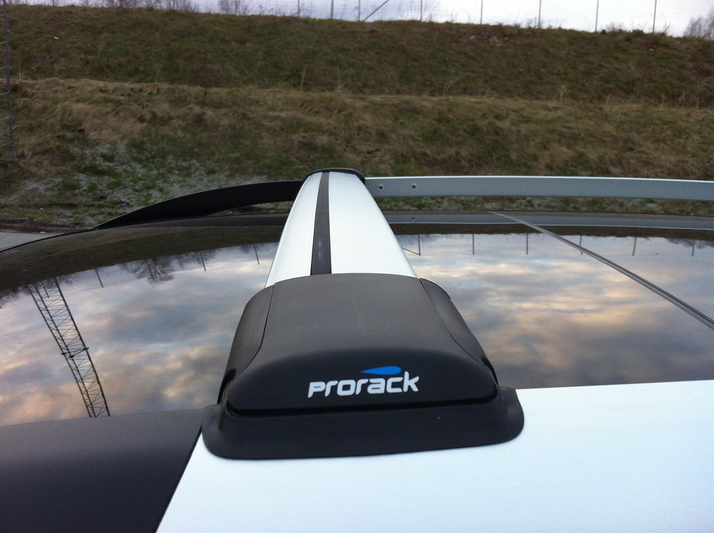 thule ranger 90 front bar in this position the sun roof flickr. Black Bedroom Furniture Sets. Home Design Ideas
