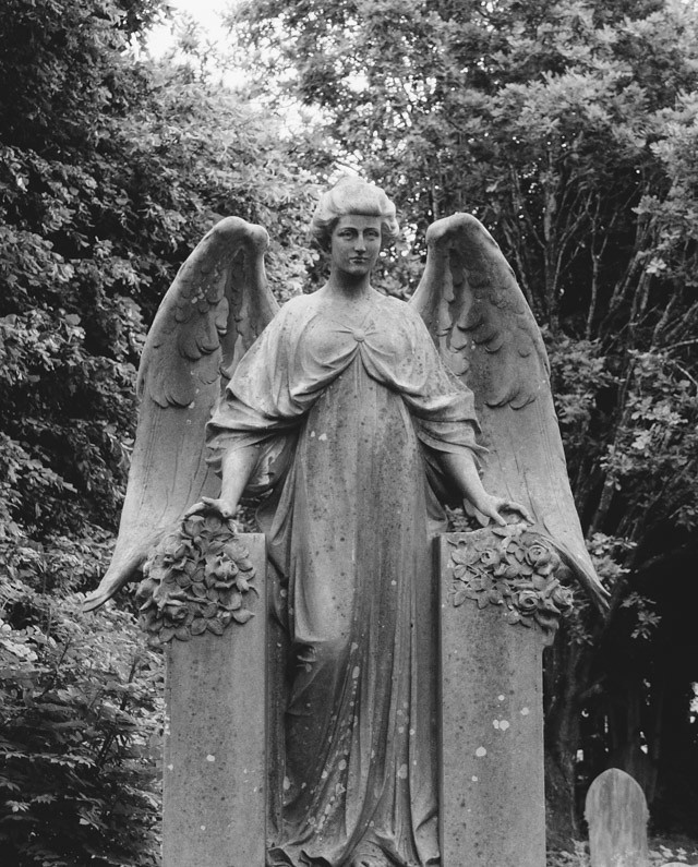 angel grave in cathays cemetery