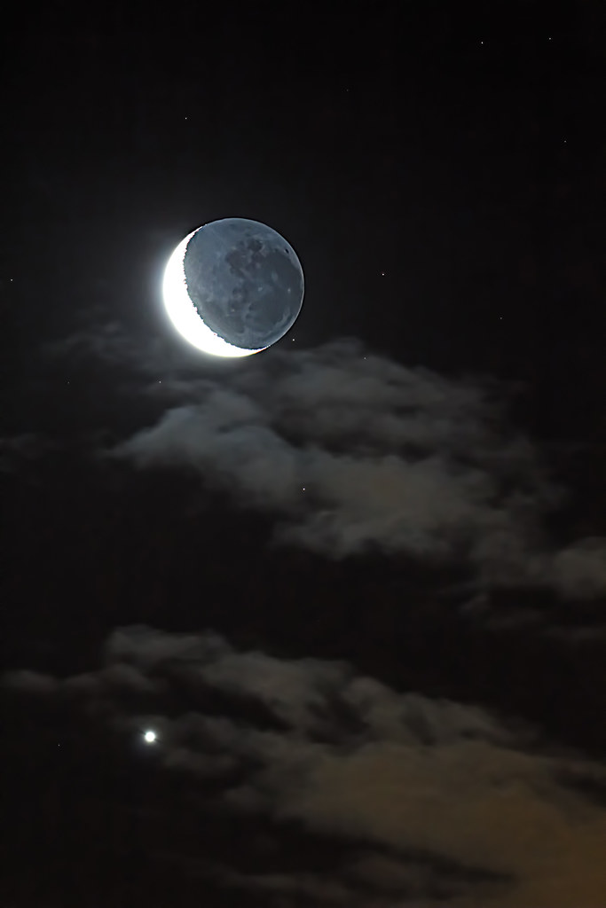 Conjunction and Earthshine | Venus and the Moon separated ...