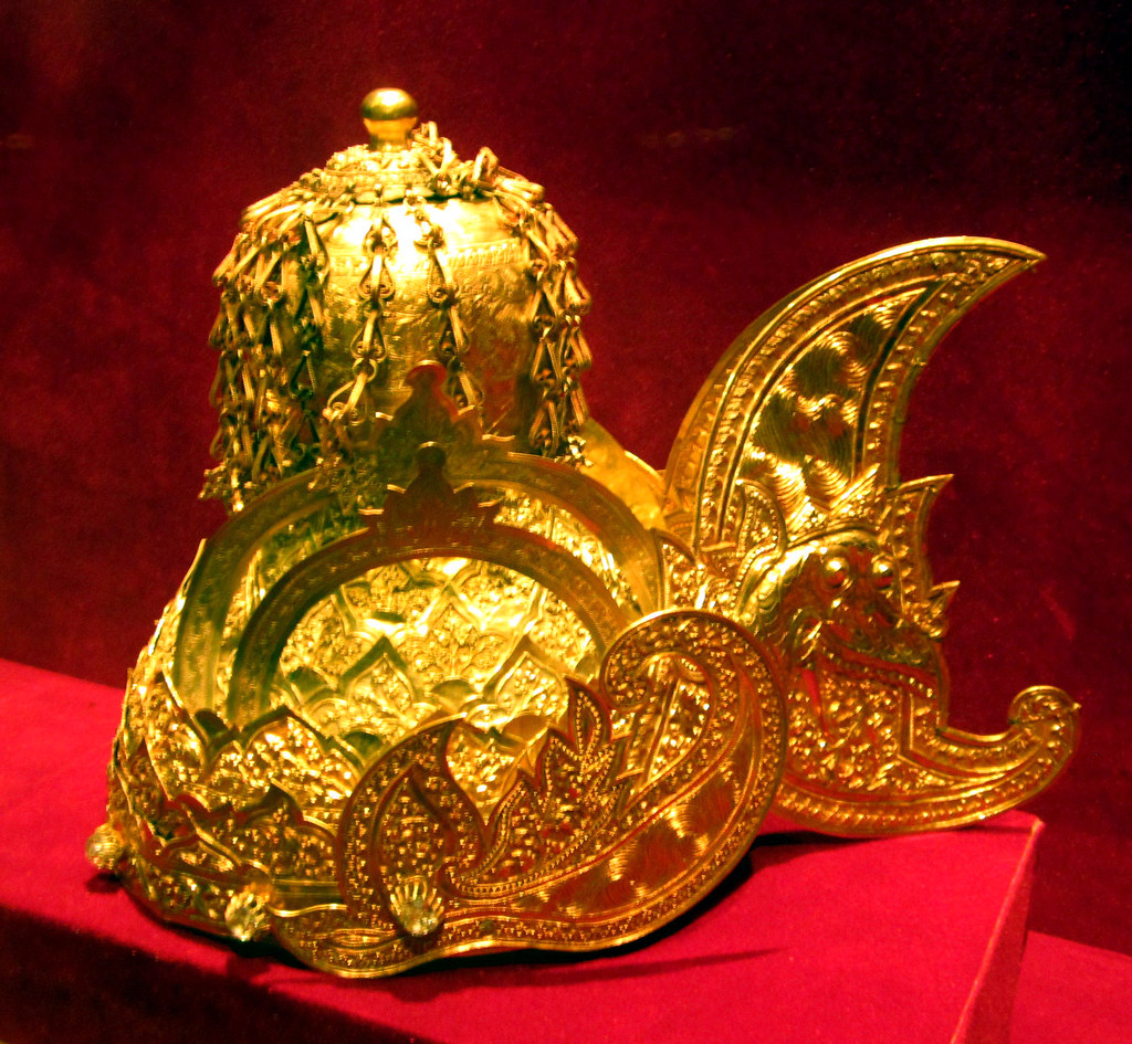 The Golden Crown of Sultan Kartanegara of Kutai, Indonesia ...