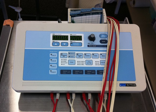 interferential current therapy machine