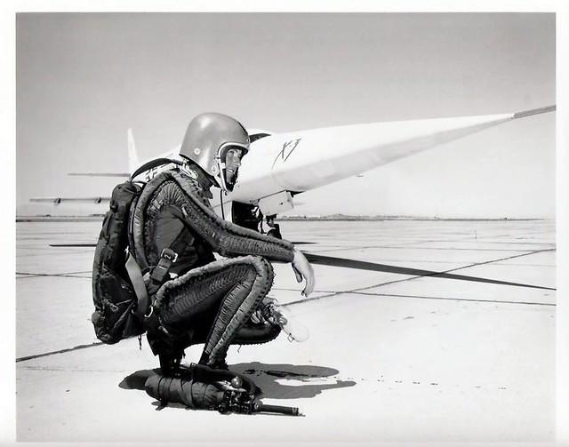 Avions 1950's, futuristes et vaisseaux spaciaux - Vintage Spaceships, Starships and futuristic planes.  6879552733_0a1fd02d0e_z