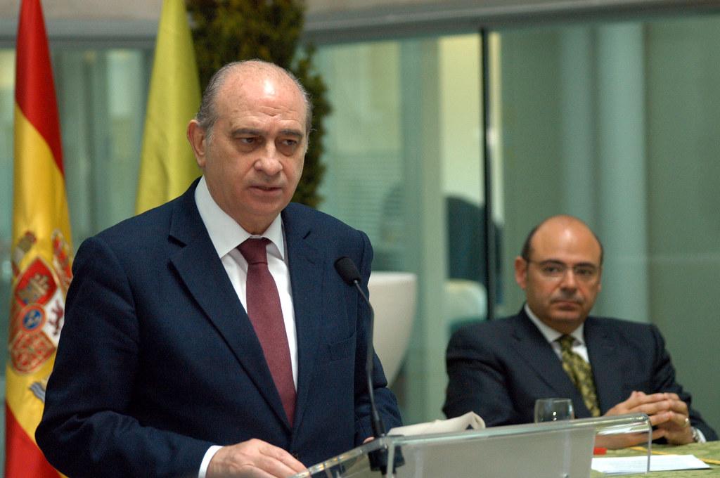Visita del ministro del interior a la diputaci n de granad for Escuchas del ministro del interior