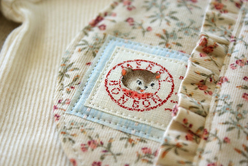 ruffle baby bib patch | by nanaCompany