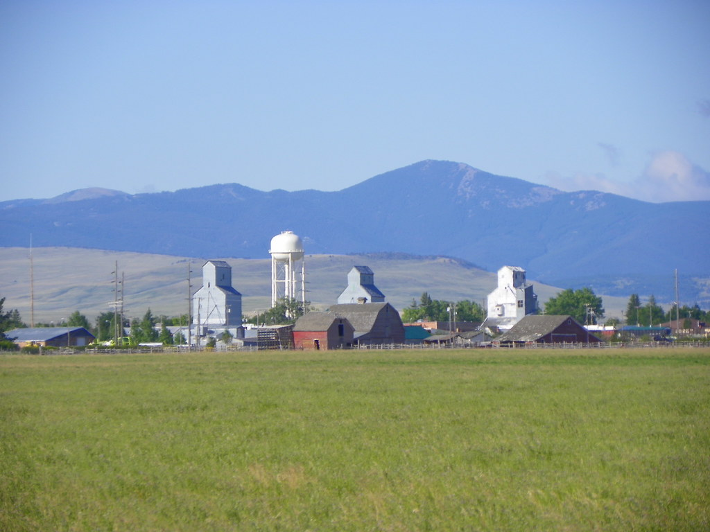 89 8 >> Stanford Skyline | Stanford, Judith Basin County, Montana | J. Stephen Conn | Flickr