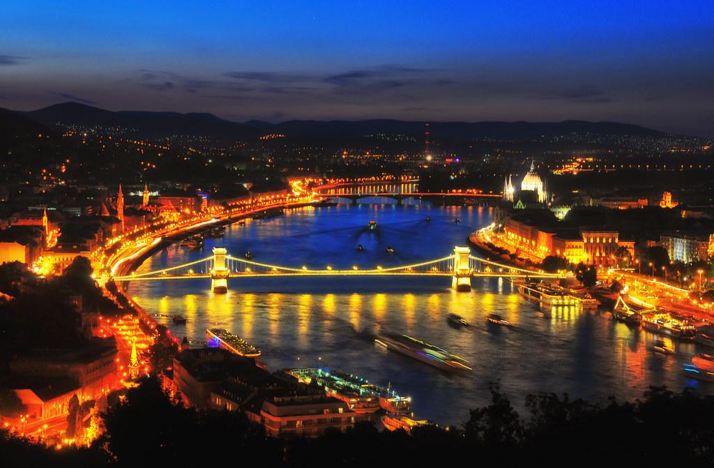 Golden Nightview of Bu...